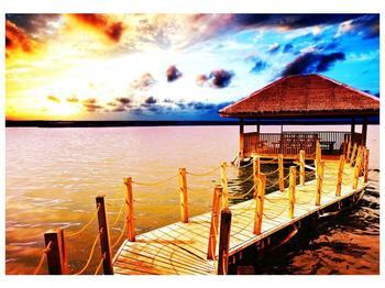 Obraz dřevěné přístavby na vodě (F002408F10070)