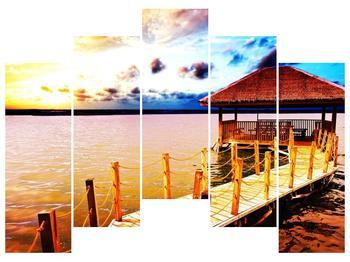 Obraz dřevěné přístavby na vodě (F002408F12590)
