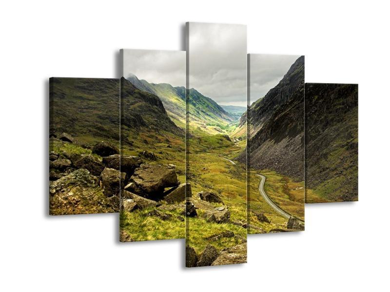 Obraz cesty uprostřed hor (F000621F150105)