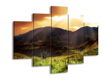 Obraz turistů v pozadí s horami  (F002634F150105)