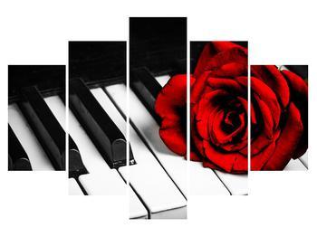 Zongora és egy rózsa képe (K011229K150105)