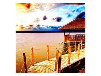 Obraz dřevěné přístavby na vodě (F002408F3030)