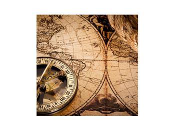 Egy régi térkép és kompasz (K011133K3030)