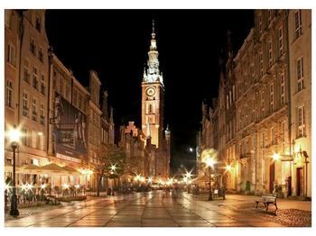 Obraz noční ulice s věží (F002338F7050)
