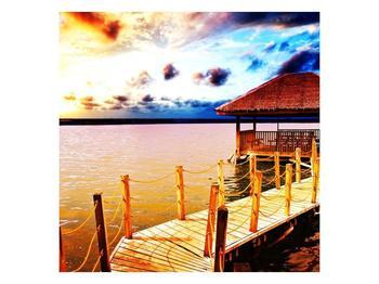 Obraz dřevěné přístavby na vodě (F002408F7070)