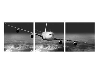Černobílý obraz letadla v oblacích (K012205K9030)