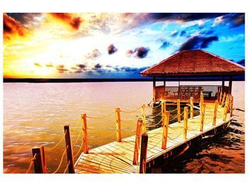 Obraz dřevěné přístavby na vodě (F002408F9060)