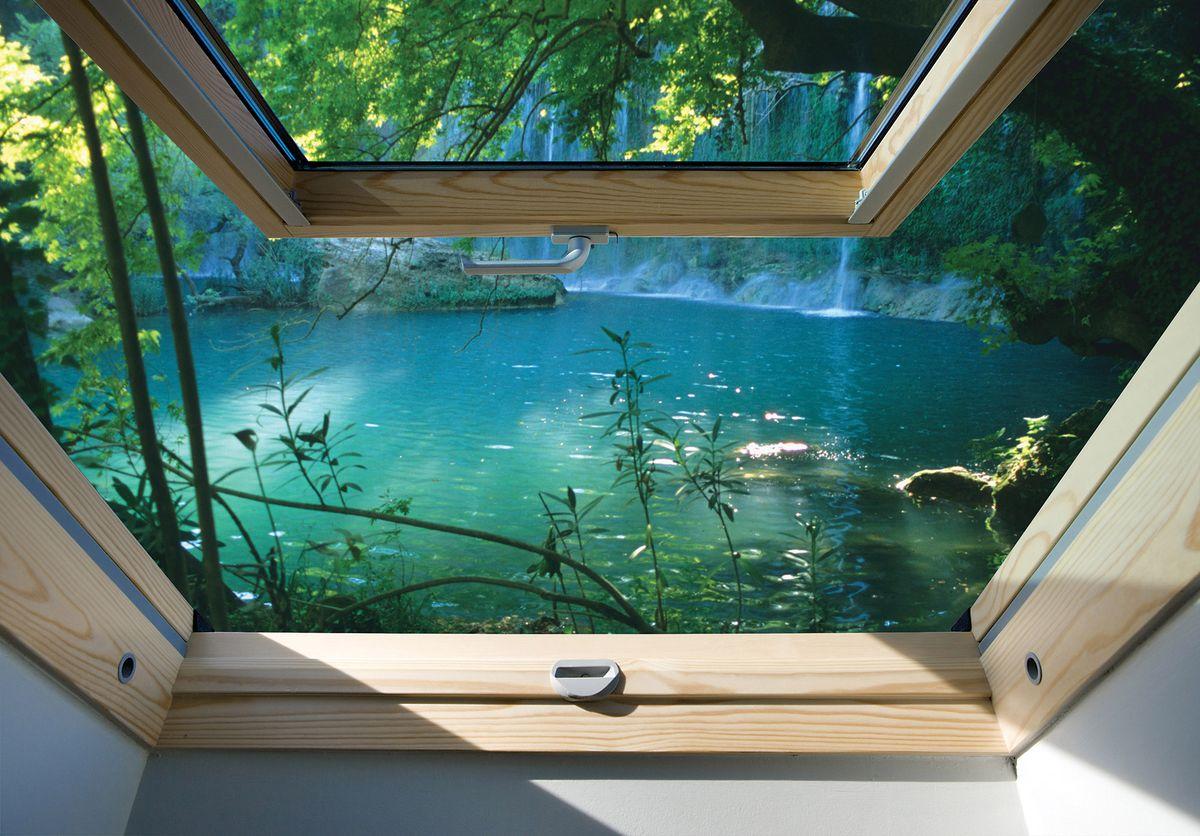 Fototapeta - Pohled z okna na tyrkysové jezero (T030304T254184B)