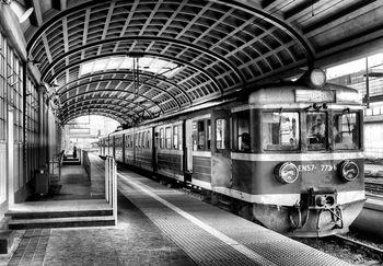 Fotótapéta - Vonat az állomáson (T030887T368280A)