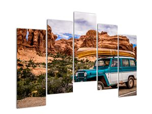 Obraz terenního auta v horách (V020603V12590)