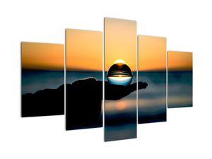 Slika steklene krogle v dlani (V020083V150105)