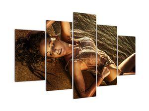 Obraz ženy ležící na pláži (V020827V150105)