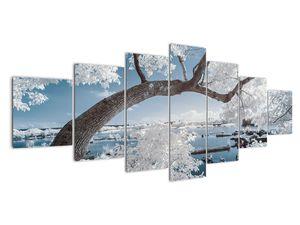 Obraz zasněženého stromu u vody (V020718V210100)